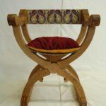 Krzesełka, stołki i krzesła