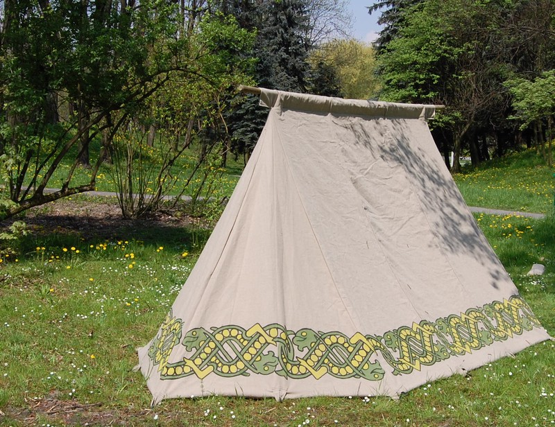 The characteristic feature of this historical tent is its relatively small dimensions and simple mast construction (two vertical masts and one horizontal). & Historical tents - Tentorium - Anglo-Saxon Geteld historical ...