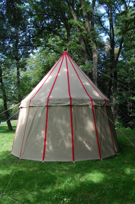 This system includes one main mast and a construction held on ropes; it is a solution based on iconography and the original tent from the museum in Basel. & Historical tents - Tentorium - Anglo-Saxon Geteld historical ...