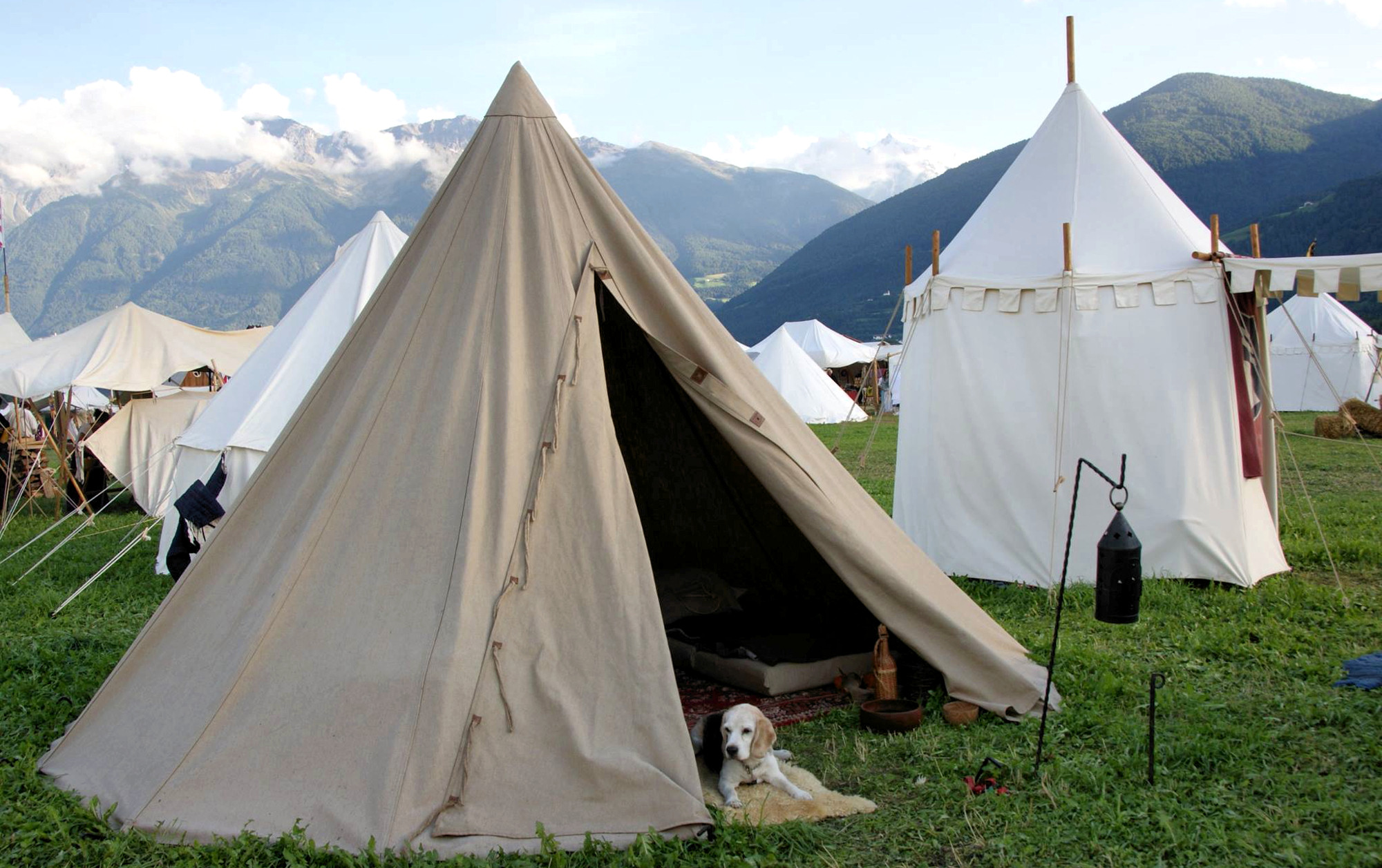 Cone-bell tents & Historical tents - Tentorium - Anglo-Saxon Geteld historical ...